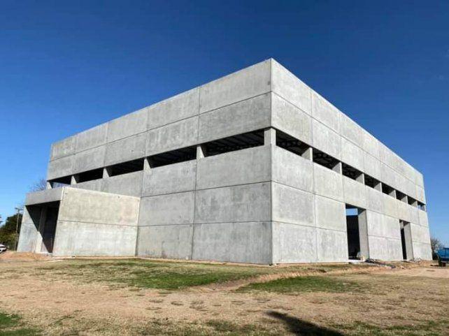Una obra majestuosa.  El polideportivo de Alvarez sigue a puro ritmo y para los 100 años esperan inauguración.