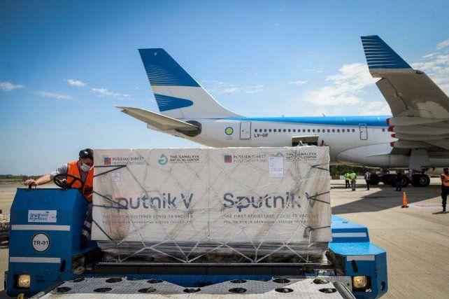 La imagen de uno de los cargamentos de vacunas Sputnik V que llegaron al país.