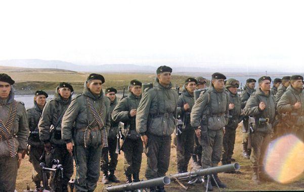 Tropas inglesas en Malvinas. El Reino Unido enviaría tropas para reforzar sus bases en las islas argentinas.