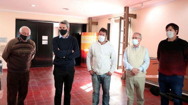 Alejandro Grandinetti y Osvaldo Miatello junto a los empresarios de transporte del sector turístico