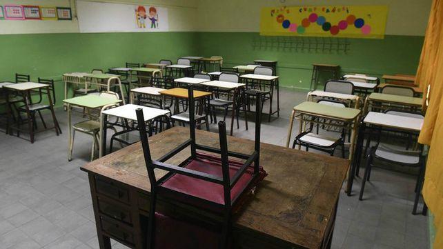 Los docentes de escuelas estatales no darán clases ni hoy ni el miércoles y jueves de la semana próxima.
