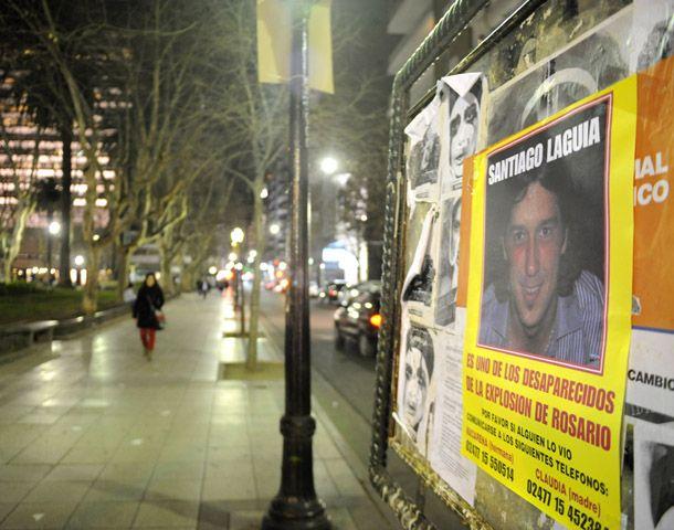 Distintos carteles colocados en la ciudad piden ayuda para encontrar a Santiago. (Foto: M. Bustamante)