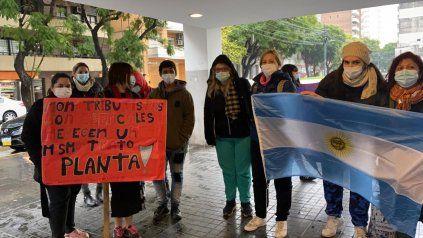 Enfermeras de distintos efectores públicos protestaron frente a la sede del Cemar.