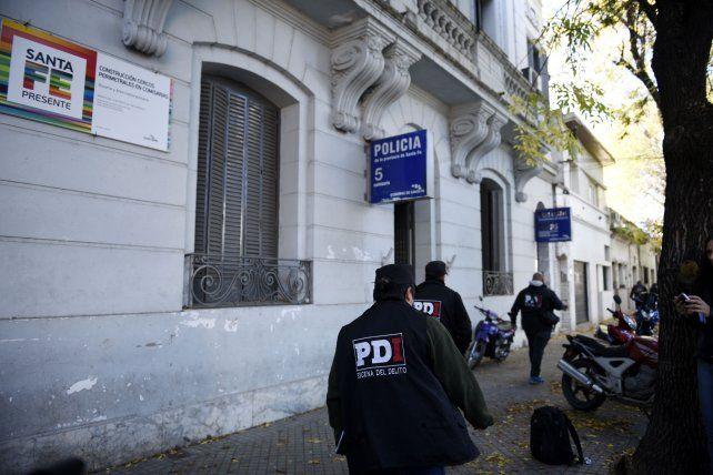 La Policía de Investigaciones (PDI) se hizo cargo de las tareas de levantamiento de rastros en la comisaría 5ª..