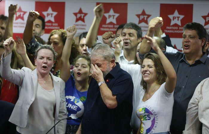 Respaldo del PT. Oficialistas vivan a Lula