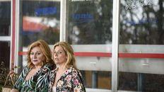 """Caos familiar. Rita Cortese y Valeria Lois, actrices de """"Las siamesas""""."""