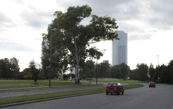 Las calles laterales del parque Scalabrini Ortiz suelen ser utilizadas para las picadas de autos y motos ilegales.