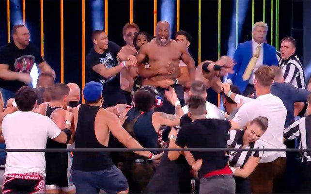 Tyson se subió al ring y repartió piñas para todos lados