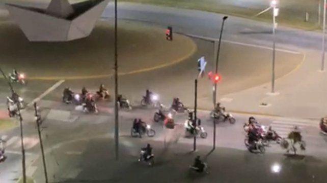 Picada de motos y fiesta clandestina por el paro de municipales