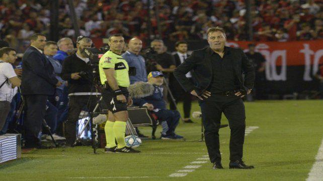 En sus manos. El técnico trabaja en estos días pensando en Argentinos sin dos titulares por los compromisos internacionales.