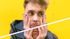 Manu Piró, de 23 años, lanzó el año pasado su disco debut llamado Amar en bucle,