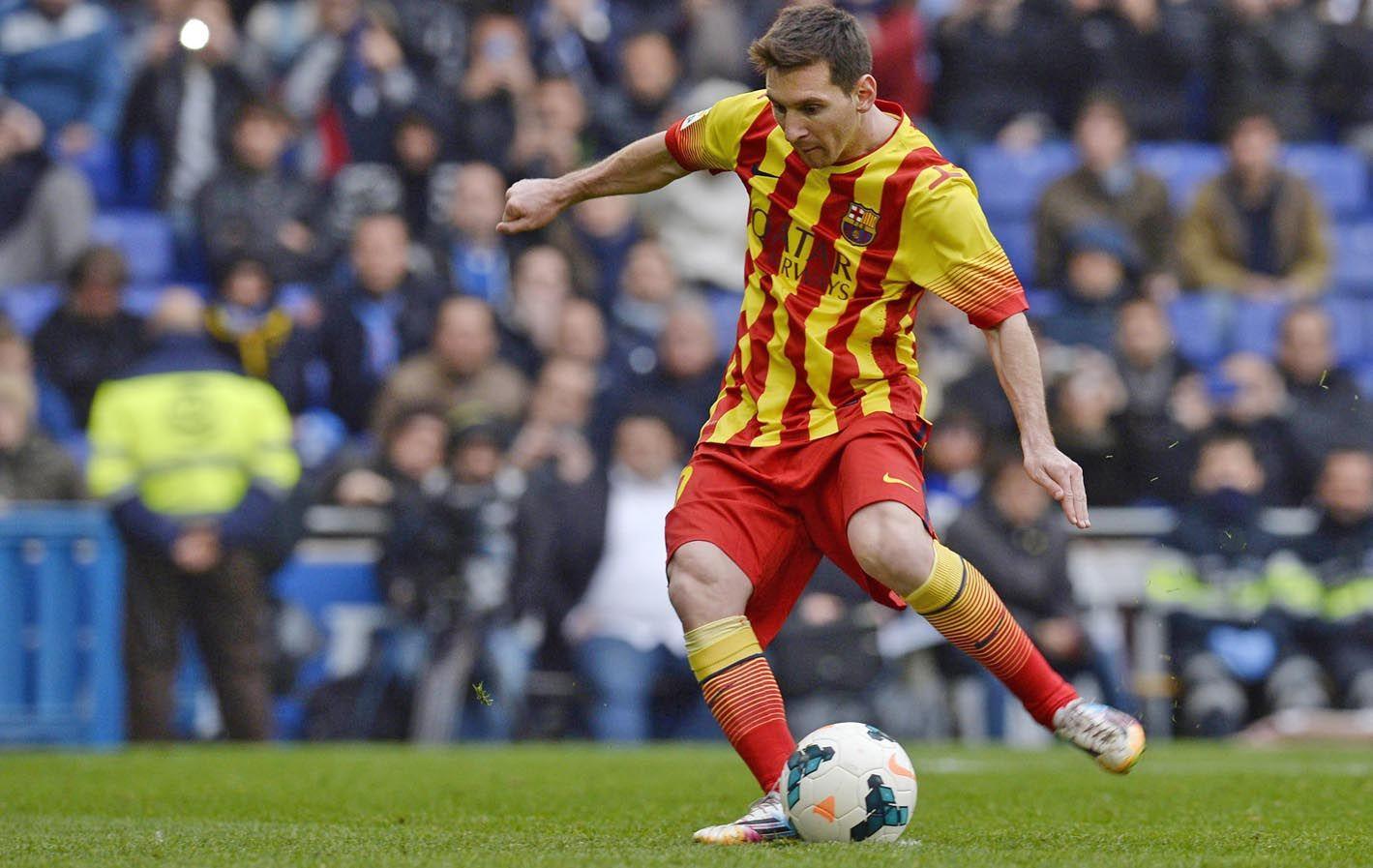 Adentro. Messi ejecutó el penal con el que Barcelona derrotó a Espanyol.