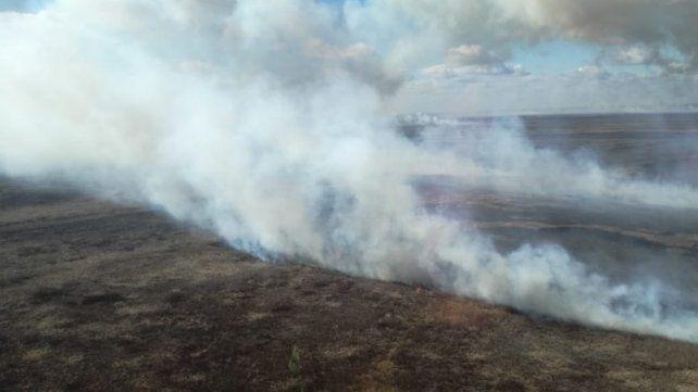 Villa Constitución y un incendio de 1.700 hectáreas. Afirman que en lo que va del año ya se quemaron 50 mil hectáreas. (Foto: Protección Civil)