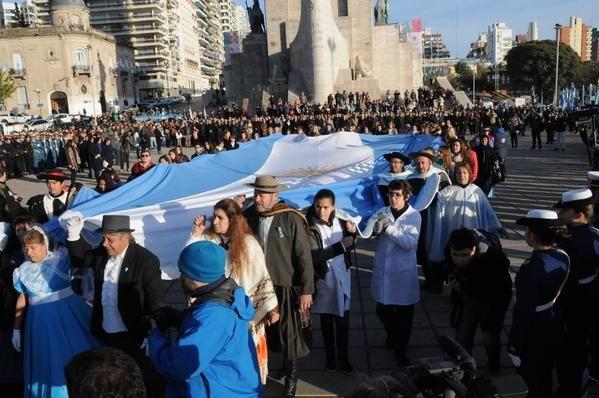 Comenzaron los actos por el Día de la Bandera con mucho color y clima político