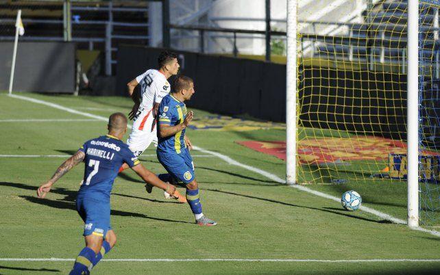 Emiliano Vecchio anotó el segundo tanto canalla ante Patronato.