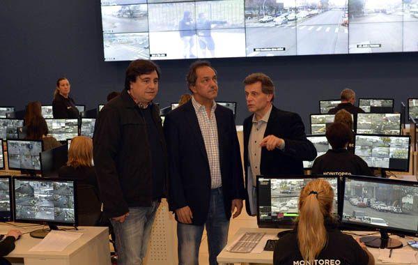 Scioli recorrió el Centro de Monitoreo junto al intendente de General Pueyrredón