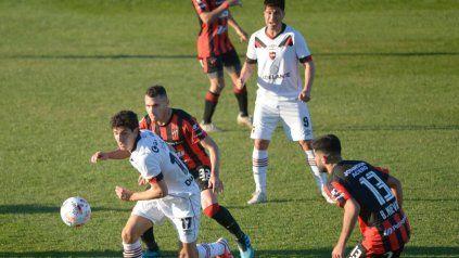 Justo Giani tuvo la más clara, con el disparo en el palo en el complement. Newells y Patronato, 0 a 0.