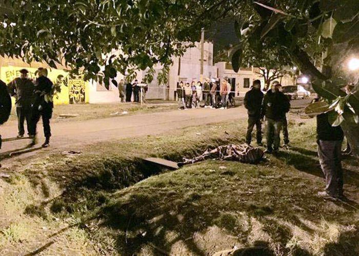 El cuerpo de Reynoso quedó tendido debajo de un árbol. (Foto: ABC Filmaciones)
