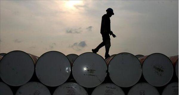 El precio del petróleo superó los 104 dólares por barril y continúa en alza