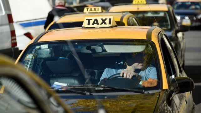Denuncian por discriminación a un chofer de taxi