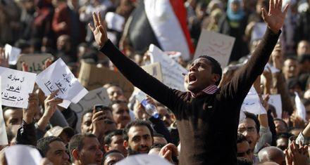 Miles de egipcios copan las calles y reclaman la renuncia del presidente Hosni Mubarak