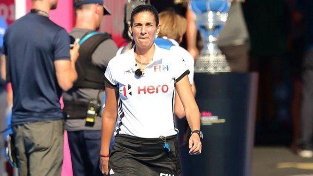 La rosarina Irene Presenqui dirigió en los Juegos Olímpicos y está varada en Japón