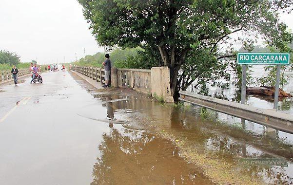 En Endino el río Carcarañá ya superó el nivel del puente sobre la ruta 10.