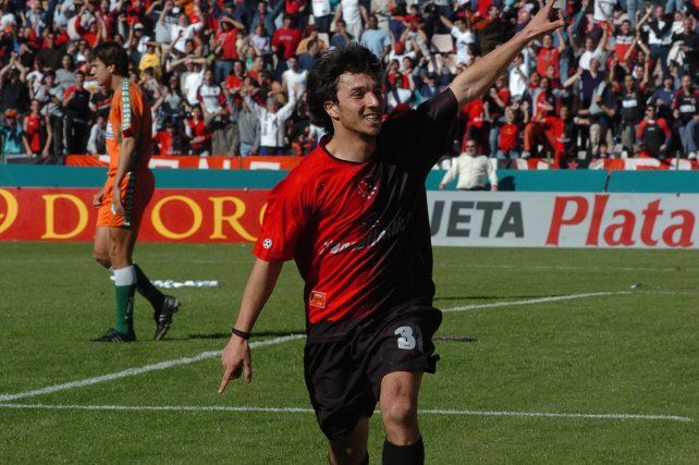 Nacho anotó su primer gol en Newells en 2004 ante Banfield.