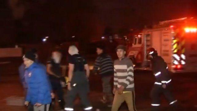Un joven fue asesinado a cuchillazos en el barrio Vía Honda y vecinos quisieron quemar la casa del agresor