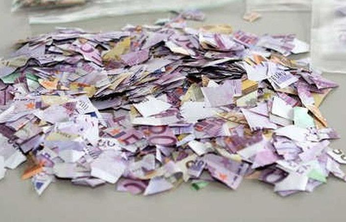 Antes de morir, una anciana rompió casi un millón de euros en billetes para perjudicar a sus herederos