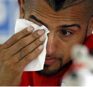 Arturo Vidal lloró al comparecer ante la prensa