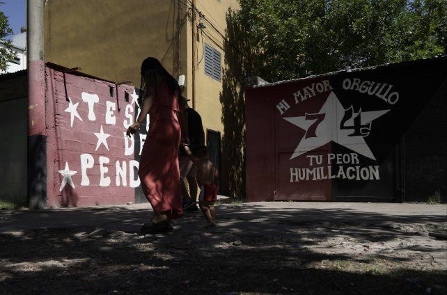 Villanueva fue asesinado frente a un mural de Santa Fe al 7700