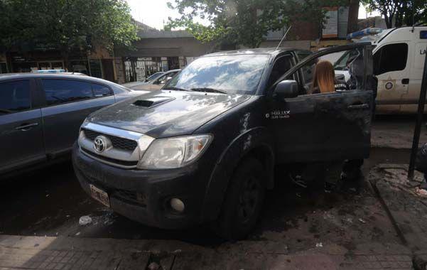 En la chata. Julio Bereciartu fue atacado a balazos cuando conducía una Toyota Hilux en compañía de Juan Baggio.