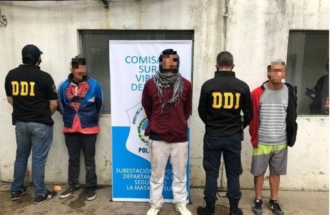 La imagen de los detenidos por el crimen del joven durante el robo.