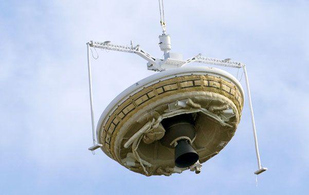 Sonda. El desacelerador supersónico en el último tramo de su aterrizaje.