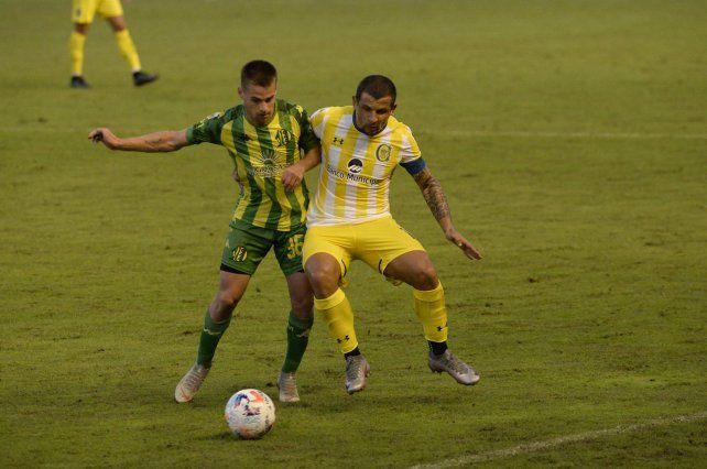 Vecchio jugó ante Aldosivi de volante tapón. El 10 de Central espera volver a desempeñarse de enganche en Paraguay.