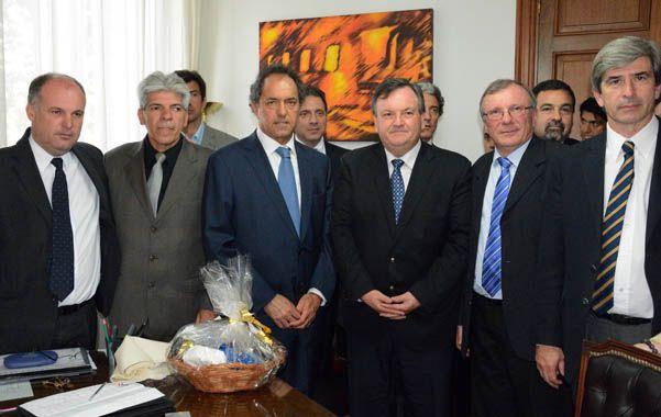 El mandatario bonaerense se reunió con legisladores y gremialistas peronistas.