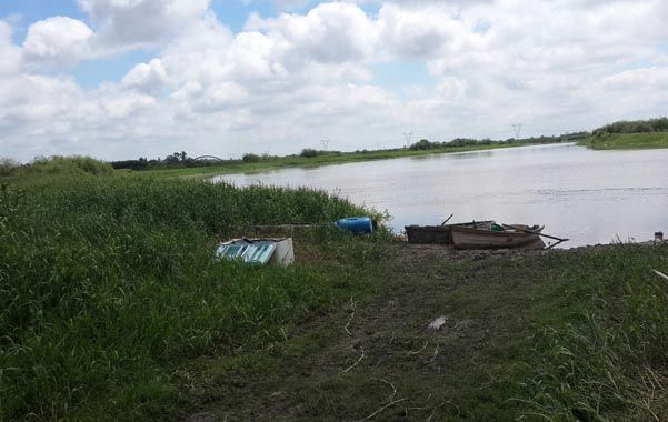 Hallazgo. El cuerpo fue encontrado ayer por pescadores orillas del Salado. (gentileza: Diario Uno de Santa Fe)