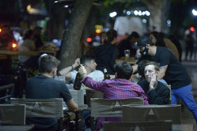 Bares y restaurantes piden extender horario de atención.