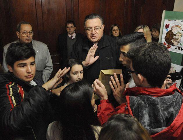 El arzobispo recibió a los alumnos del colegio el sábado por la tarde. (Foto: G. de los Ríos)