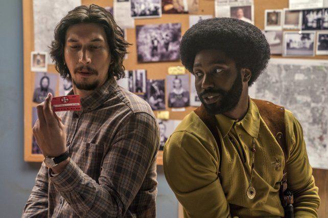 """Adam Driver y John David Washington en una escena de la comedia """"Infiltrado en KKKlan"""". El filme ganó un Oscar a mejor guión adaptado."""