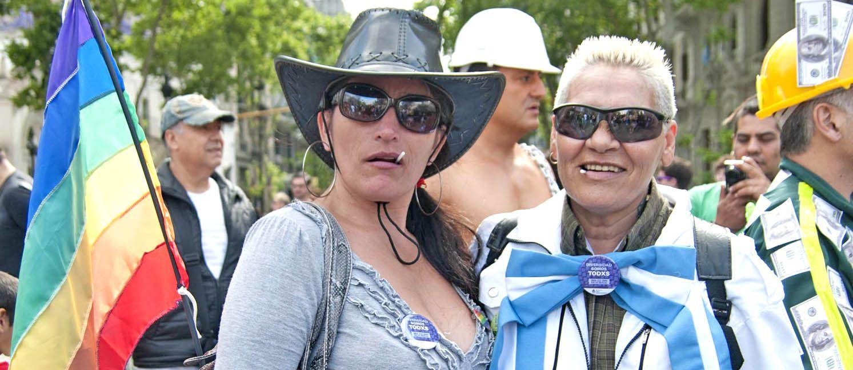 Integrantes de diversos colectivos sociales marcharon para celebrar la legislación conseguida y para impulsar una educación sexual integral.