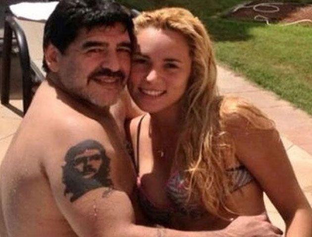 Diego Maradona y Rocío Oliva se mostraron juntos y apasionados en Dubai.