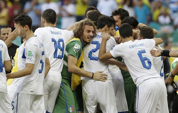 Todo Italia festeja tras el tercer puesto logrado luego de los penales.