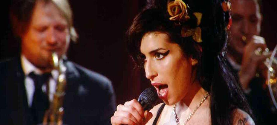 Premios Grammy: Amy Winehouse se llevó cinco estatuillas
