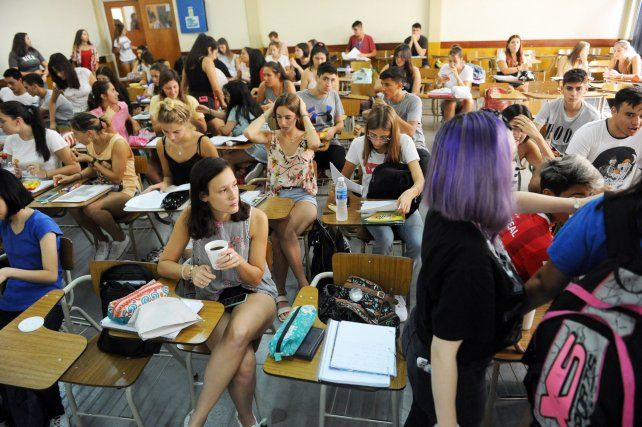 Instan a universidades a dar clases virtuales y que los estudiantes no ocupen más del 50 por ciento de las aulas