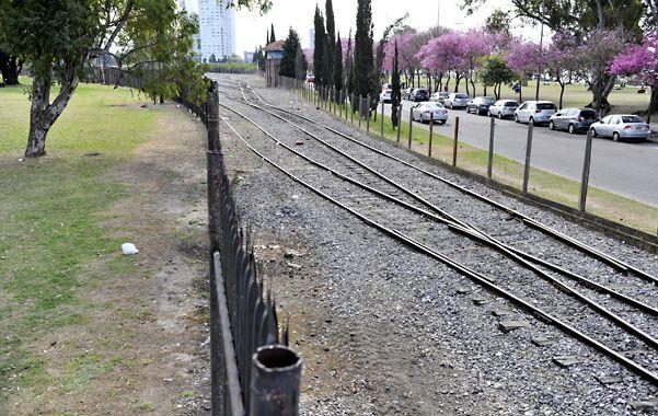 Desplazamiento. Las vías del ferrocarril serán desplazadas veinte metros hacia avenida Illia. En su lugar se asfaltarán 800 metros de avenida