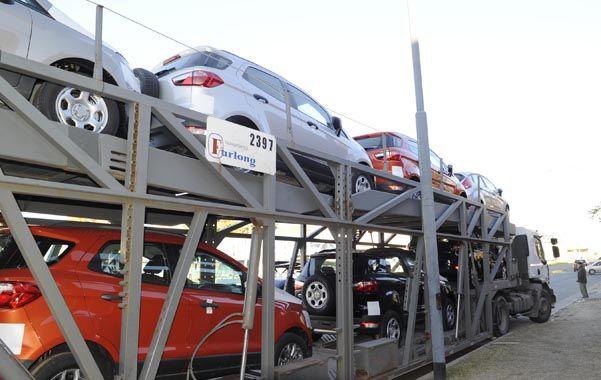 Sin freno. Las concesionarias bajan tantos 0km en Avellaneda y las Tres Vías que producen embotellamientos a diario.