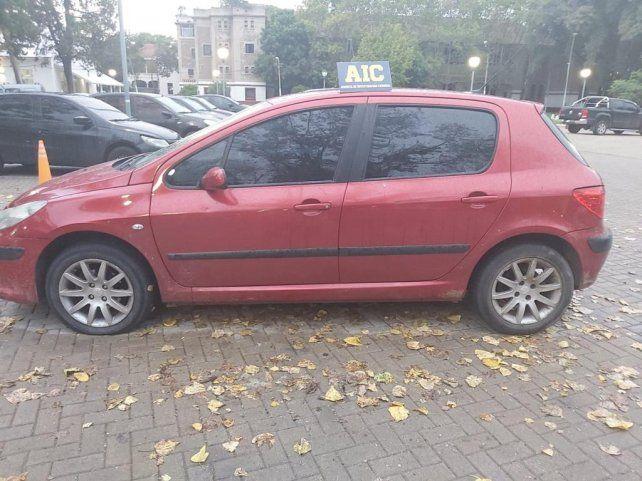 El auto en el que se movían los vendedores de los elementos robados fue secuestrado por la policía.