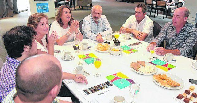 Balance. La intendenta Mónica Fein encabezó una reunión con funcionarios del área de Turismo local.